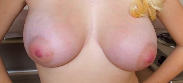 Cosmid Jeannine Naked