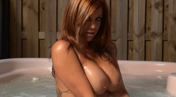 Briana Lee Hot Tub Masturbation