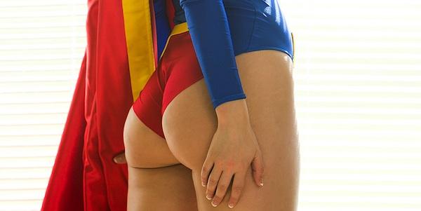 Alisa Kiss Supergirl