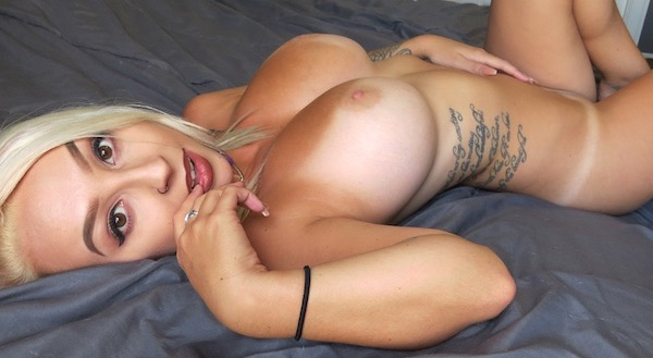Jana Fox - Naked Lay