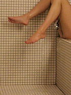 brooke-marks-head-in-the-shower
