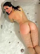 carlotta-champagne-sensual-soak