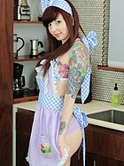housewife-ivy-snow