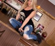 NikkiShreddedJeans0083-lg