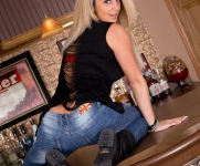 NikkiShreddedJeans0095-lg