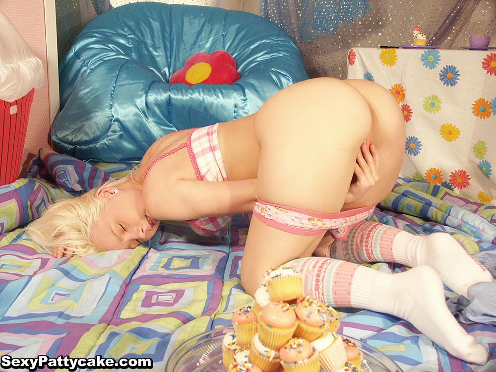 Sexy patty cake sucks more black cock